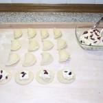 Pierogi z serem, rodzynkami i żurawiną