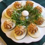 jaja nadziewane makrelą i pomidorami suszonymi